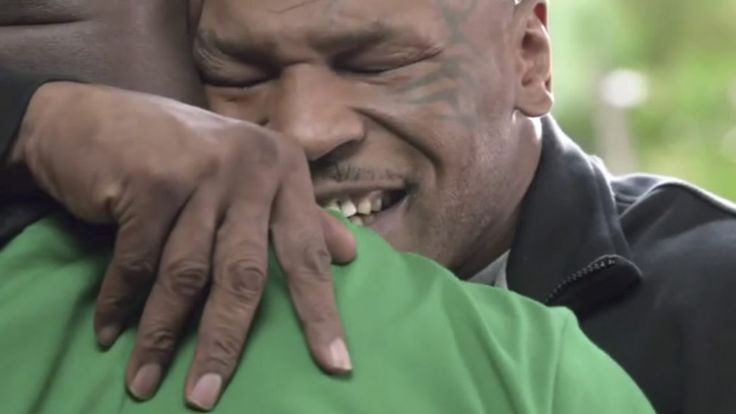 Em comercial, Tyson devolve a orelha de Holyfield; assista - Esporte - Notícia - VEJA.com