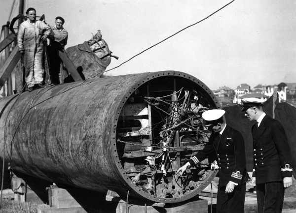 Japanese midget submarine being examined in Sydney in 1942. Photo shared from State Library of Victoria.  v@e.