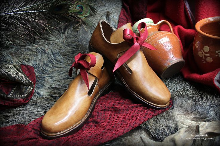 Handmade leather shoes 17th century www.facebook.com/pkk.reko