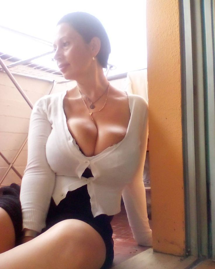 Showing Porn Images For Italian Cougar Big Boobs Porn -8045