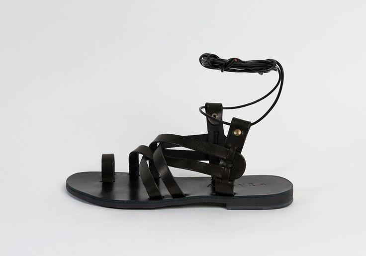 Sandalias de Gladiador de cuero por Almyra, sandalias de las mujeres, sandalias griegas, sandalias de cuero griego, sandalias negras, amarrar, cordones para sandalias de rodilla alta de AlmyraSandals en Etsy https://www.etsy.com/mx/listing/291990399/sandalias-de-gladiador-de-cuero-por