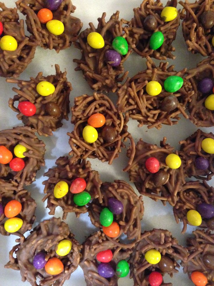 Giggle & Hoot Chocolate 'Owl' Nests. Easy peasy to make, mix melted chocolate (I used Cadbury Melts) in with Crunchy Chow Min Noodles. Stir and then place into patty pans. Place Cadbury Mini Drops onto before chocolate sets. Place in the fridge to set for 1-2 hours and then make sure you eat one yourself before they hit the table!