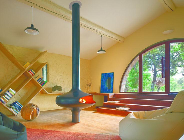 FOCUS - cheminée gaz foyer ouvert - modèle MAGMAFOCUS Sa finition est en acier brut ciré. Son alimentation au gaz est munie d'un brûleur à télécommande dernière génération