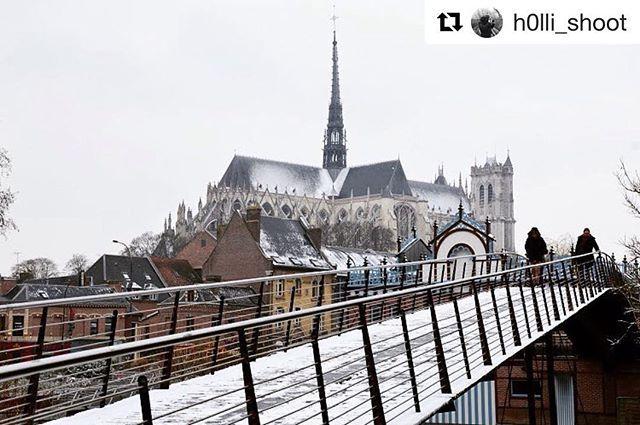 Reposting @whatsupamiens: Notre ville sous la neige ! 😍⛪️ ❄️ 📍 : Parc St Pierre 📸 : @h0lli_shoot  @whatsupamiens : la + jeune communauté amiénoise sur Instagram !  ______________________________________________ Partage tes photos avec le hashtag : #WhatsUpAmiens ! 😊 -------------------------------------------- #Amiens #City #Cathédrale #Gothique #Paris #WhatsUpAmiens #Tourisme #Tourism #china #usa #beautiful #town #France #Lights #pickoftheday #instagood #instamoment #like4like #color…