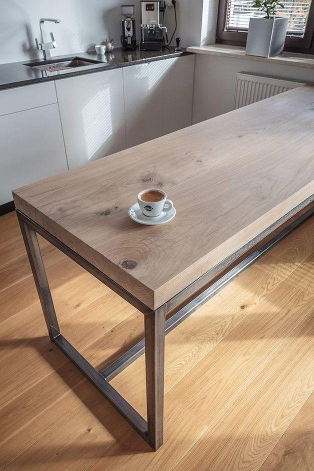 Tischplatte aus 6 cm dicken Eichenbrettern, geölt.  Metallrahmen mit farblosem Lack versiegelt.  Einfachheit und Funktionalität in einem.  Maße 220 cm x 90 cm x 78 cm  Möglichkeit individueller...