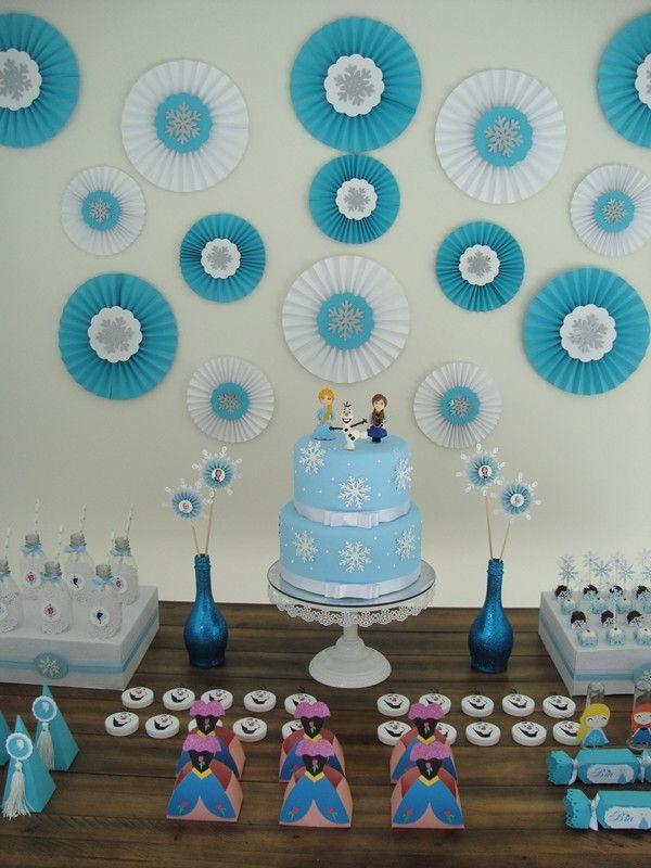 Linda Garrafa de Vidro medindo 20 cm de altura para arranjo de mesa dos Convidados, Com 2 Tags em Scrapbook. Tema Frozen. <br> <br>*** Foto Mesa retirada do site Kara's Party *** <br> <br>*Frete por conta do Cliente*