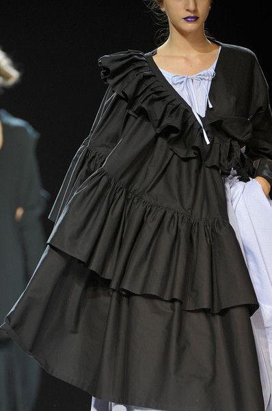 Yohji Yamamoto at Paris Spring 2012 (Details) - gathering