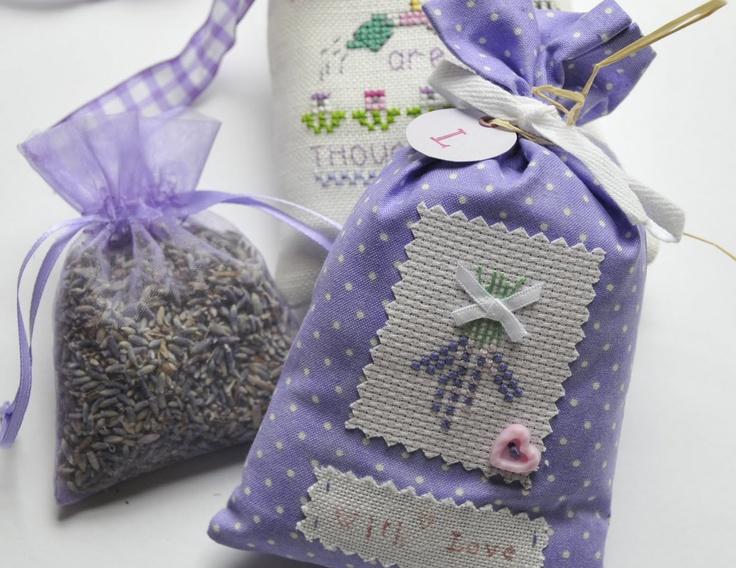 les 751 meilleures images du tableau lavender sachets sur pinterest sachets lavande point. Black Bedroom Furniture Sets. Home Design Ideas
