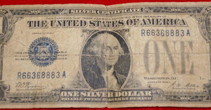 """Valor de los billetes de dólar de plata certificados. Los billetes de dólar de certificados de plata fueron impresos en los Estados Unidos desde 1878 hasta 1964. Eran billetes de curso legal de dólares que también fueron redimibles en plata. Se distinguen por las palabras """"certificado de plata"""" o por la nota sobre los dólares de plata """"al portador en demanda"""" impresa en el anverso del billete."""