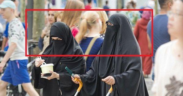 Frankfurt, Germany - August 14: Two women wearing a Burka on August 14, 2015 in Frankfurt, Germany. (Photo by Michael Gottschalk/Photothek via Getty Images)