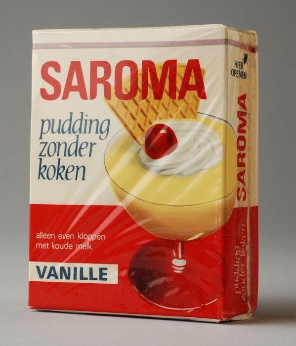 Saroma pudding. Zoooo lekker heel veel gegeten ook die roze en de karamelsmaak. Melk, zo'n pakje erbij, kloppen met een garde en klaar. Kan het nog makkelijker?
