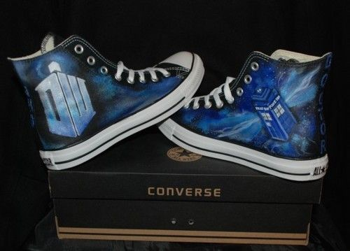 I saw these TARDIS converse from canvaswarriors.com at their booth at FedCon in Düsseldorf and wanted them so bad, it ain't even funny... Starting at $170. #geek #doctorwho