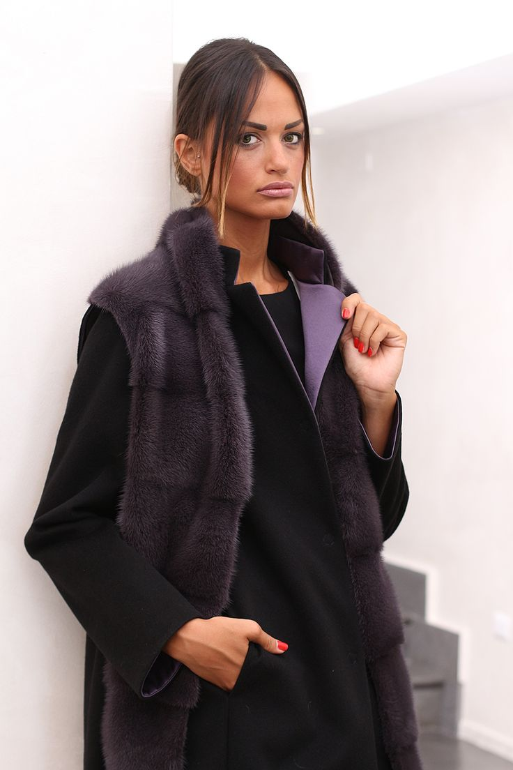Сashmere coat with Mink. Made in Italy. Skins Quality: LORO PIANA – SAGA ROYAL MINK VELVET; Color: Nero – Amethyst; Closure: With hooks and buttons; Collar: Round; Length: 90 cm; #elsafur #fur #furs #furcoat #mink #minkcoat #cappotto #peliccia #pellicce #loropiana #cachemere