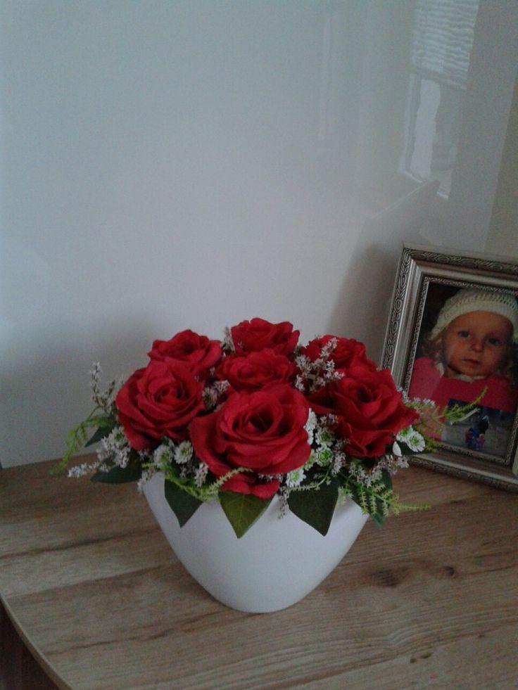 Celoroční+dekorace+s+růžemi+Moderní+celoroční+dekorace.+Výška+18cm,délka+26cm,šířka+19cm.