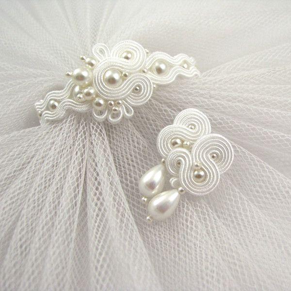 Biały, śnieżny komplet ślubny z perłami.