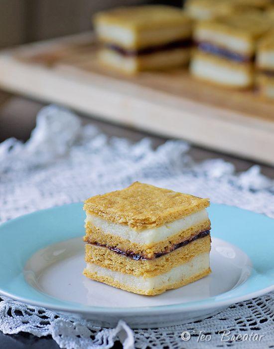 Prajitura cu foi de zahar ars si crema de gris este o prajitura extrem de savuroasa, cu gust dulce acrisor, plina de arome si foarte spornica...