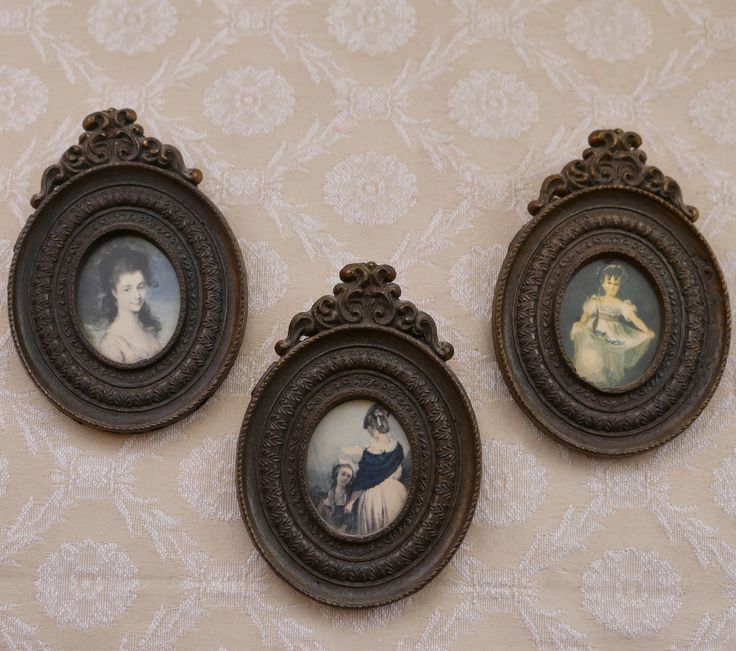 Miniature Portraits, Oval Brass Frames, Made In Italy, Portrait Frame, Picture Frames, Photo Frame Vintage, Photograph Frame, Ornate Frame by RetroEtCetero on Etsy https://www.etsy.com/listing/579856295/miniature-portraits-oval-brass-frames