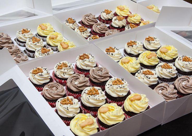 Zatím krém nepřipraven ke šlehání ukažu Vám cupcakes hodně cupcakes. Dohromady jsou 50 čokoládové pohoštění s čokoládovou náplní. Někdo měl velmi čokoládový mejdan.  Пока взбивается крем покажу вам капкейки много капкейков. Целых 50 шоколадных капкейков с шоколадной начинкой. Кому-то было очень шоколадно.  #cupcakespodebrady #cupcakes #handmade #instabaking #happybirthday #čokoláda #vanoce #narozeniny #pečení #cukroví #sweetcakes #czech #czechrepublic #podebrady #praha #nymburk #kolin…