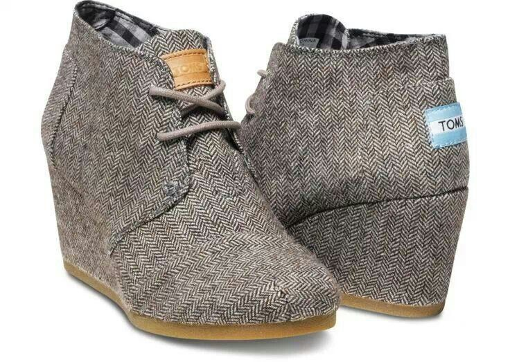 Toms wedges aka if anyone is looking for a random surprise/gift for me. 8.5