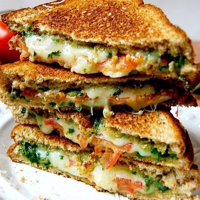 BASIL & MOZZARELLA GRILLED CHEESE!  . INGREDIENTS 8 slices of 100% whole wheat bread 1 recipe of basil spinach pesto  1 large tomato, thinly sliced 1 cup shredded Mozzarella cheese . INSTRUCTIONS Spread ½ to 1 tablespoon of pesto on each slice of bread. Sprinkle 2 tablespoons of Mozzarella cheese on four slices of bread, then top with 2-3 slices of sliced tomatoes. Sprinkle 2 more tablespoons of cheese on top of the tomatoes. Cover with remaining four slices of bread. Grill sandwiches on a…
