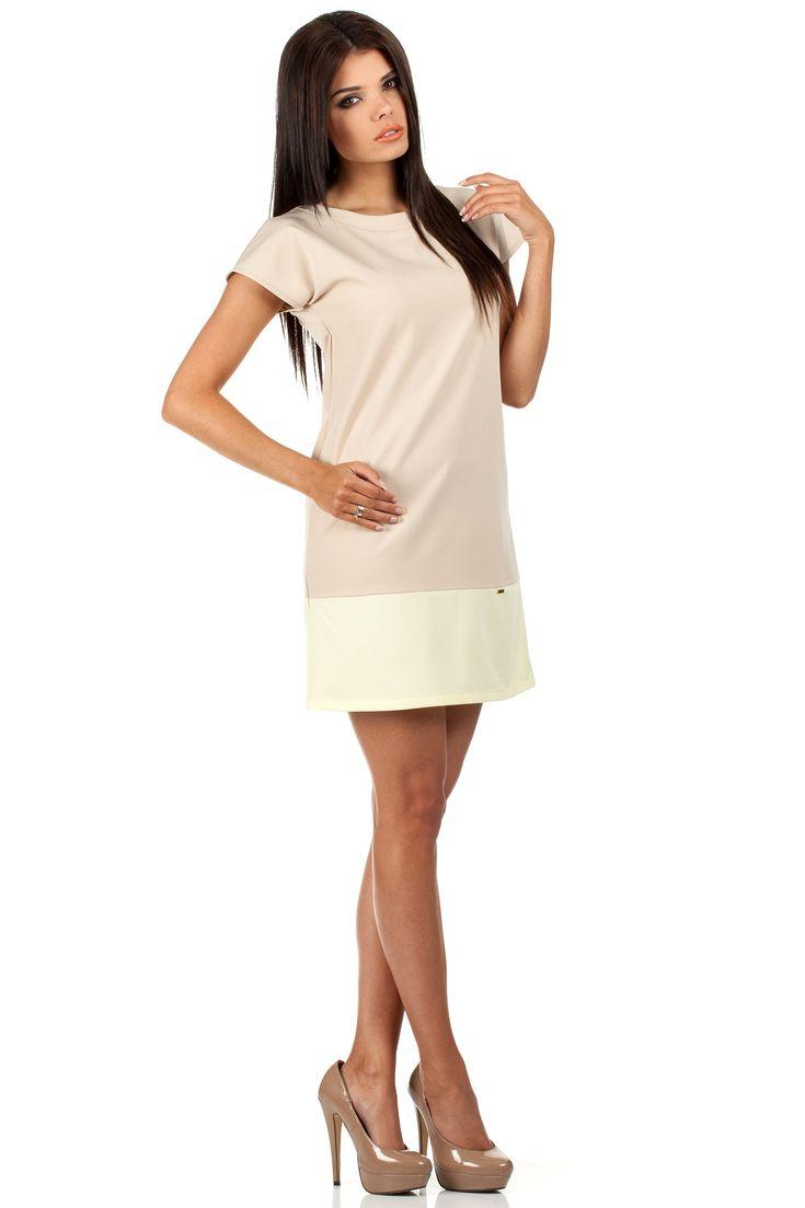 Mini sukienka uszyta z dwóch elementów w dopasowanych, pastelowych kolorach. Sukienka z krótkim rękawem. Pod szyją delikatny dekolt. Na boku ozdobna złota blaszka.  #modadamska #moda #sukienkikoktajlowe #sukienkiletnie #sukienka #suknia #sukienkiwieczorowe #sukienkinawesele #allettante.pl