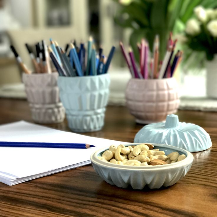Handmade ceramic containers in pastel colors: pink and blue, can be used to organize crayons and pencils or make-up brushes. You can also serve in them small snacks, use as a cup or a small vase
