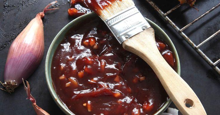 Inte mycket slår hemmagjord BBQ-sås! Imponera på vännerna med denna smakrika sås till grillat i helgen.
