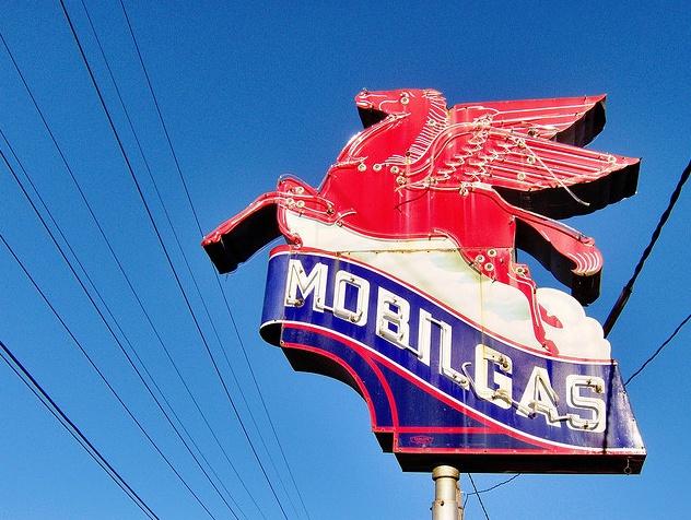Vintage Mobil Gas sign