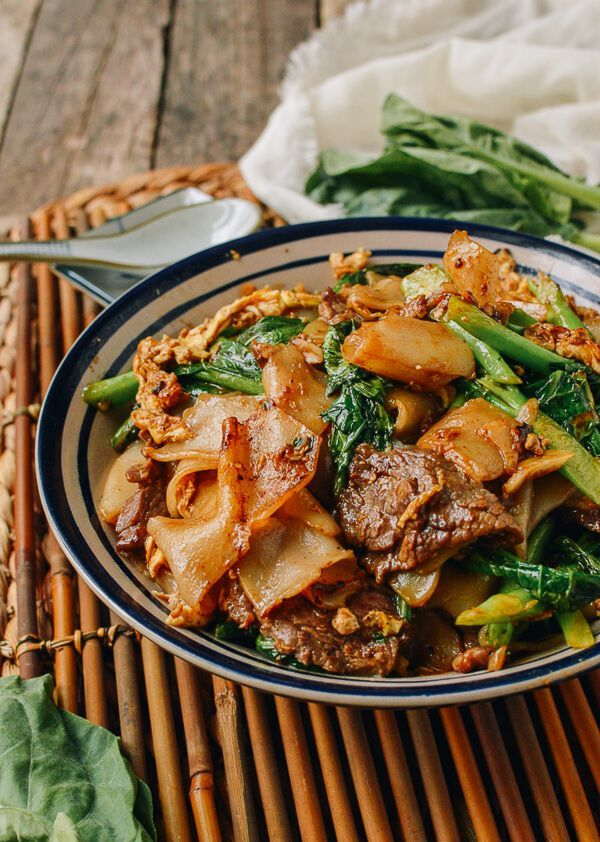 #Pad #See #Ew is what I would consider Thai fast food, right up there with all of our favorite takeout noodle dishes––like lo mein, pan-fried noodles and Drunken Noodles. It comes together quickly as long as all the ingredients are prepared ahead of time and ready to go into the wok! It's no wonder this …