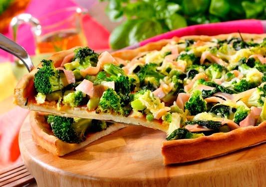 Pizza domowa z warzywami i polędwicą/ Home pizza with vegetables and beef, www.winiary.pl