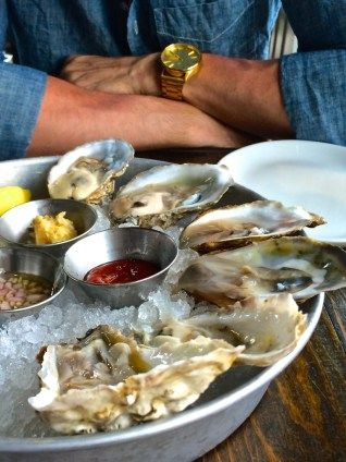 How to Eat an Oyster (+ raw oyster facts)