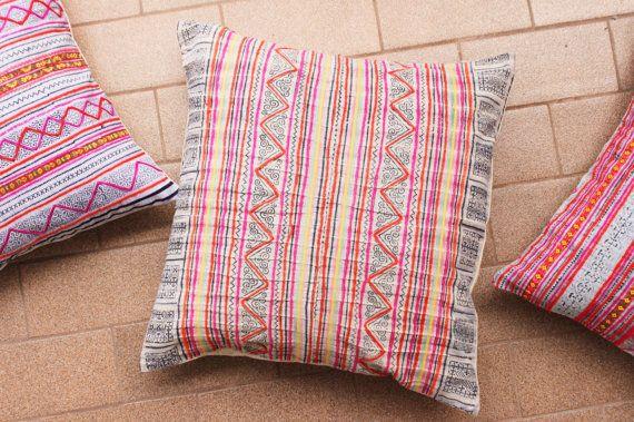 Boho Bohème Rare VINTAGE HMONG Textile Batik brodé par Tshaj