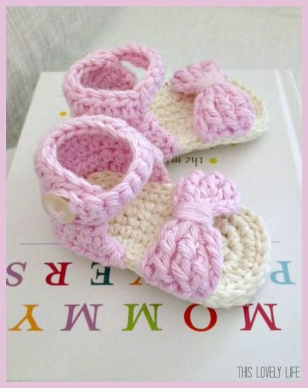 Bow Front Crochet Baby Sandals    Aren't these super cute? I was looking online for a baby sandal pattern but I could not find ...