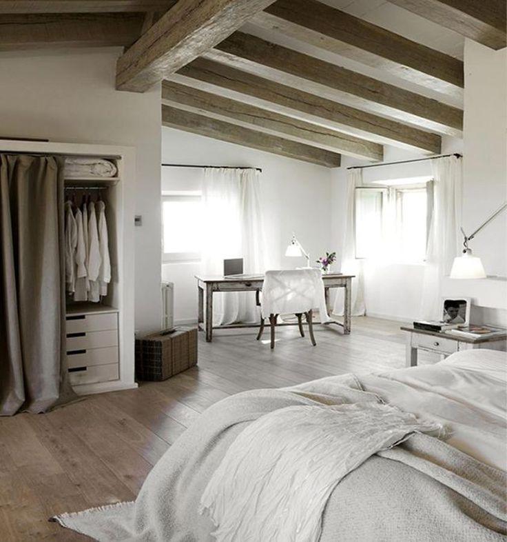 Vigas de madera en casa clásica #dormitorio #techo