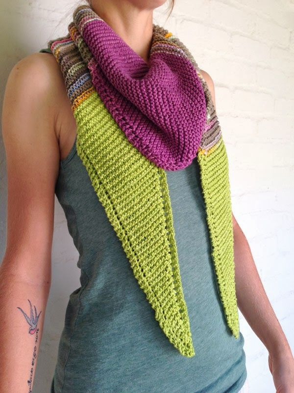 Knitted triangle scarf by http://prettybluebirdstudio.blogspot.com/
