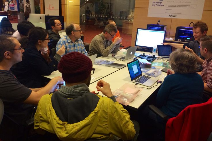 Eric Boyd, from HackLab, teaches an introduction to Arduino class at the Digital Innovation Hub.