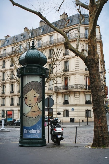 *Paris, colonne Morris*