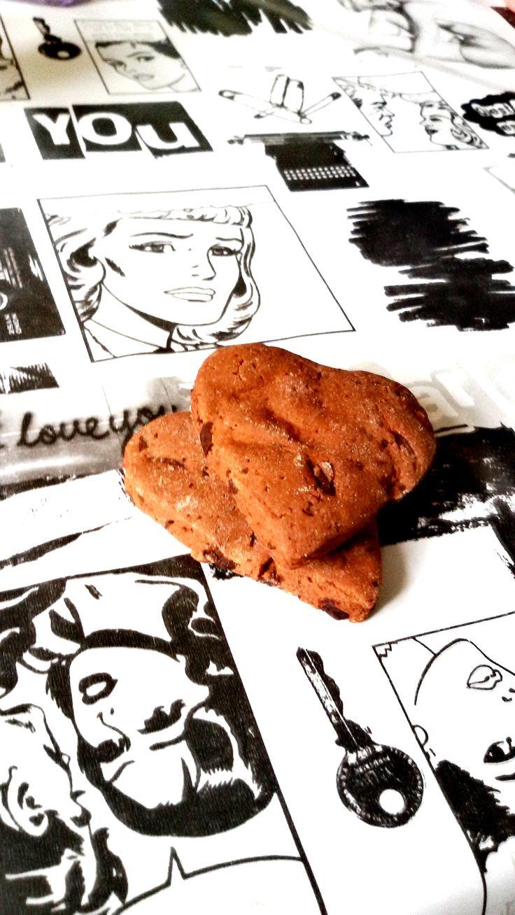 Buongiorno a tutti i buoni #mangiatori  Questi biscotti fanno bene al corpo e alla mente .... fidatevi di noi!  Poco zucchero - niente burro - niente latte - niente uova .... solo tanto tanto amore e passione per il mangiar bene.  #socialeating