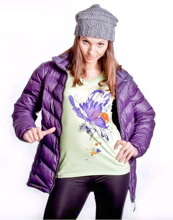 Damski t-shirt z nadrukiem Butterfly Climbing marki Climbe   Koszulka damska wspinaczkowa. Koszulka górska dla kobiet kochających piękny design.   Tshirt dostępny w sklepie Climbe i na stronie marki:   www.climbe.pl www.sklep-climbe.pl