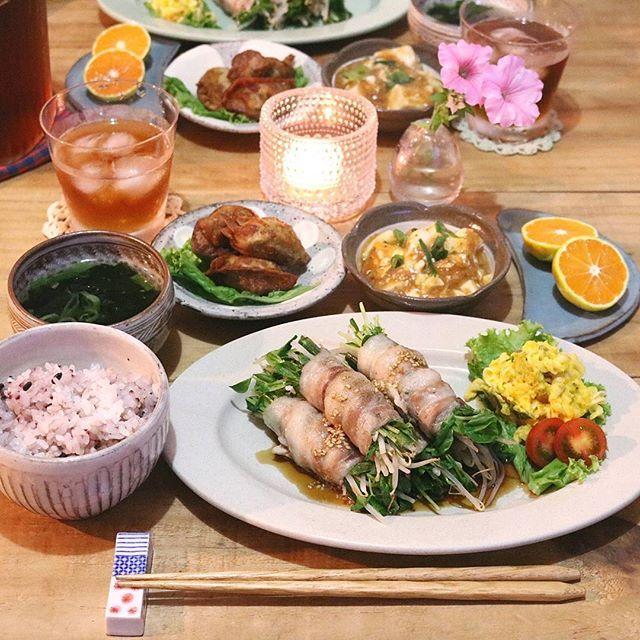 2017.9.19 . よるごはん . もやしと豆苗の豚巻きレンジ蒸し かぼちゃマカロニサラダ 揚げぎょうざ 麻婆豆腐 わかめスープ 雑穀ごはん みかん . . またまた @kurashiru さんの レンジで作る豚巻き作りました . 今日はニラも入れてみたよ♪ . . #yunaご飯#クラシルしよ#クラシル#もクラシル#gohan#lin_stagrammer#kurashiru#Japanesefood#delistagrammer#デリスタグラマー#クッキングラム#クッキングラムアンバサダー#タベリー#夜ごはん#よるごはん#おうちごはん#晩ごはん#うちごはん#こんだて#器#小石原焼#翁明窯元#上鶴窯#もやしと豆苗の豚巻きレンジ蒸し
