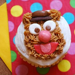 Fozzie Bear cupcakes: Activities For Kids, Fozzi Bears, Bears Cupcakes, Cupcakes Recipes, Disney Cupcakes, The Muppets, Fozzi Cupcakes, Cupcakes Rosa-Choqu, Disney Recipes