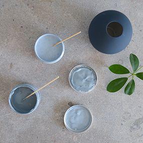 Ekologiska, giftfria väggfärger från Auro i kulörerna duvblå och pastellblå.