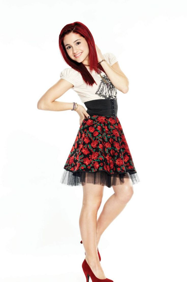 I just love the clothes from Victorious! I like Kat's (Ariana Grande) the most and her hair.