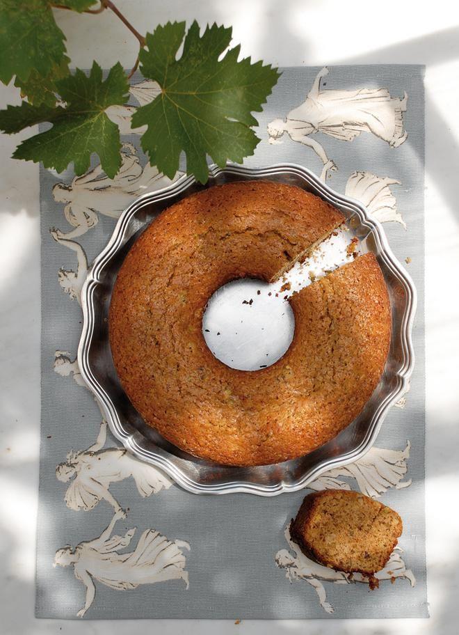 Κεϊκ με μούστο, μπαχαρικά και ξηρούς καρπούς