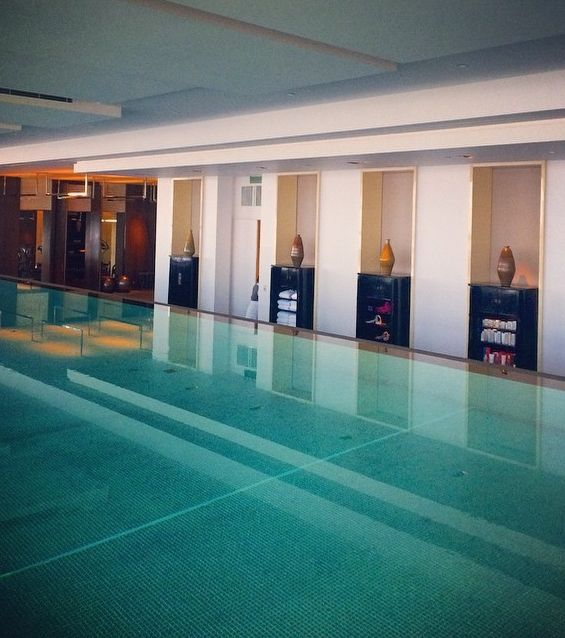Infinity pool at Park Hyatt Shanghai? Definitely on our luxury list. What's on yours? Photo courtesy of a1ecshao on Instagram. #MYLUXLIST | Park Hyatt