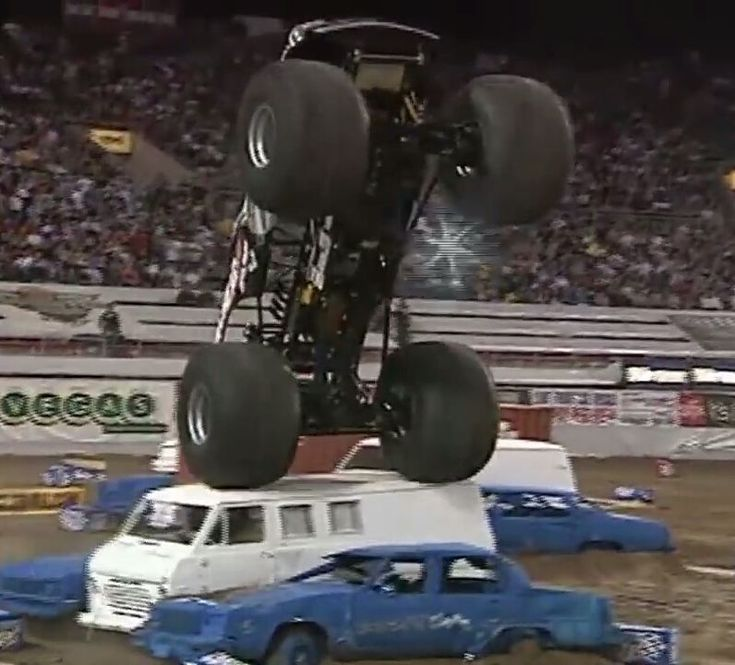 Wrenchead getting a awesome wheelie over the van stack at the World Finals! Can anyone guess what year and who drove?? #monsterjam #nascar #f1 #drifting #racing #mechanic #art #legend #wraps #paint #schemes #Indianapolis #gravedigger #cars #trucks #mechanic #indi #wheelie #stunts #backflip #avengence #yeahhhhhhh #christmas