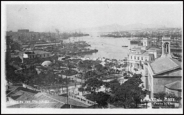 "https://flic.kr/p/238jYW9 | Το λιμάνι του Πειραιά, ο Τινάνειος, το Δημαρχείο και η παλιά Αγία τριάδα με τον κήπο της. Φωτοκάρτα εποχής μεσοπολέμου από τις εκδόσεις των αφών Διρμίκη. Από το βιβλίο του Βασίλη Πισιμίση ""Το Ρολόι του Πειραιά""."