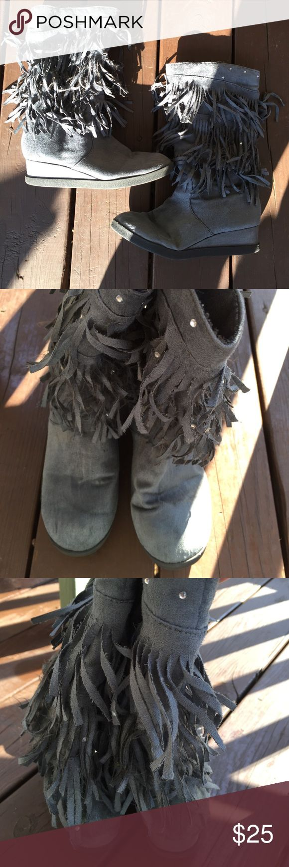 Justice gray fringe boots size 8. Justice gray fringe boots size 8. This is a great pair of preowned fringe booties. These are ladies size 8. They have a full side zipper and a small wedge heel. They are in great shape. Please view all pictures. Justice Shoes Heeled Boots