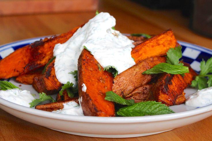 Süßkartoffel-Wedges mit Minzjoghurt