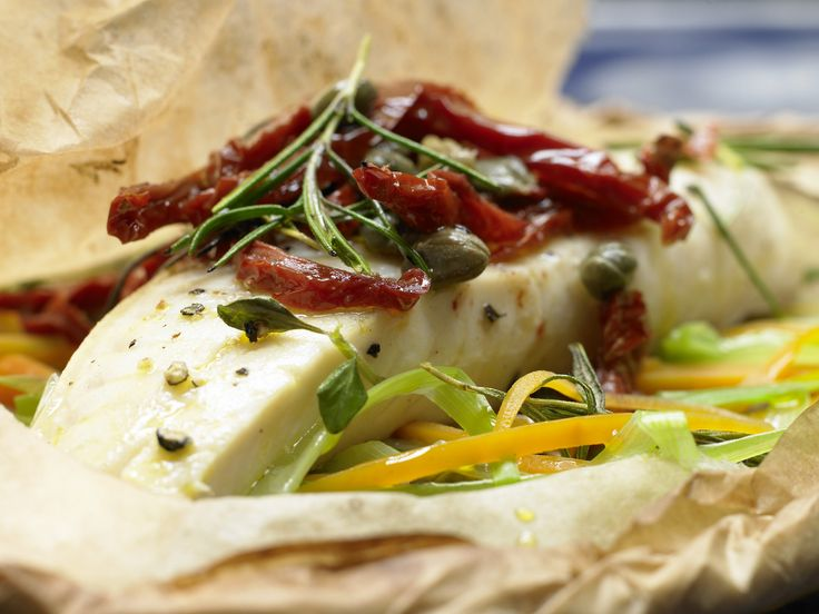Fischfilet-Päckchen - auf mediterrane Art - smarter - Kalorien: 275 Kcal - Zeit: 25 Min. | eatsmarter.de Mediterran ist immer eine gute Idee, oder?
